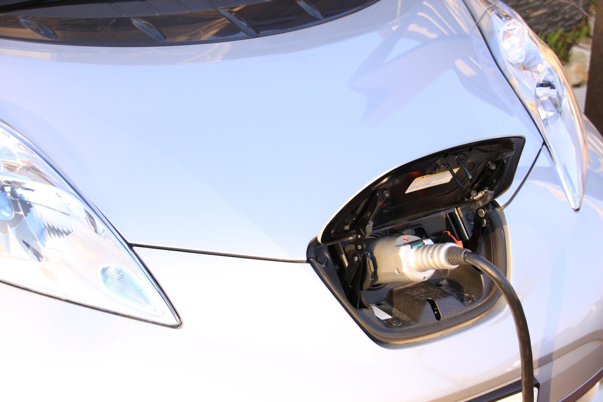 【専門家執筆】電気自動車に必要な設備とその費用は?